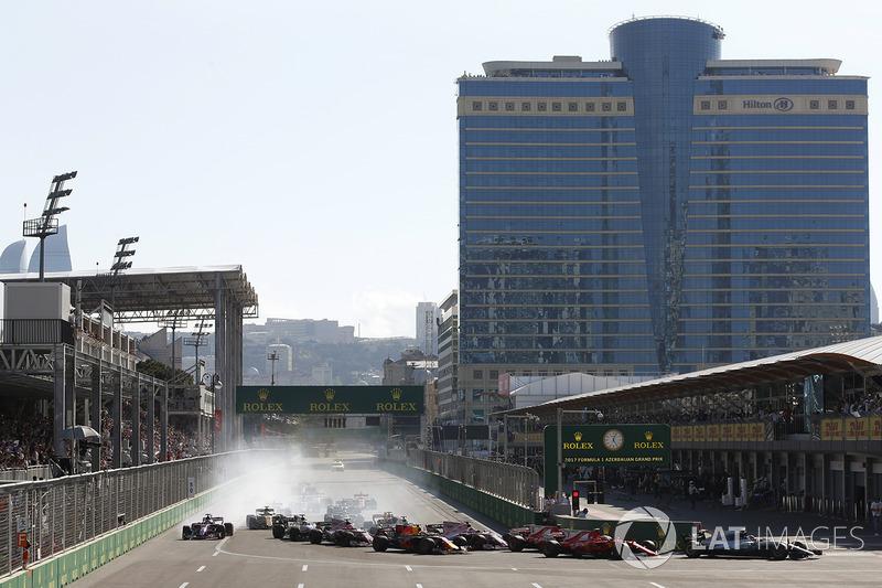 Start: Lewis Hamilton, Mercedes AMG F1 W08, Valtteri Bottas, Mercedes AMG F1 W08, Sebastian Vettel, Ferrari SF70H, Kimi Raikkonen, Ferrari SF70H, Max Verstappen, Red Bull Racing RB14