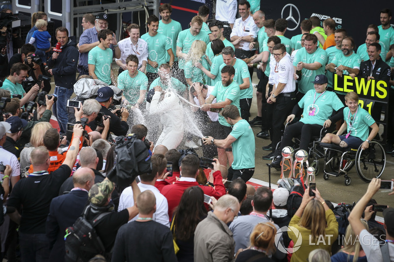 Race winner Lewis Hamilton, Mercedes AMG F1, Second place Valtteri Bottas, Mercedes AMG F1, with Billy Monger and the team celebrate