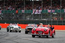 Temporada 2017 F1-british-gp-2017-marcus-ericsson-sauber-on-the-drivers-parade