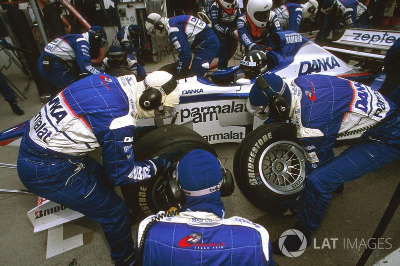 Damon Hill, Arrows A18 Yamaha, pitstop