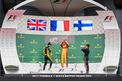 Podium: race winner Giuliano Alesi, Trident, second place Jack Aitken, ART Grand Prix, third place Niko Kari, Arden International