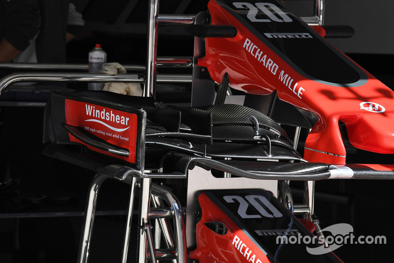 Haas F1 Team VF-17 front wing dew
