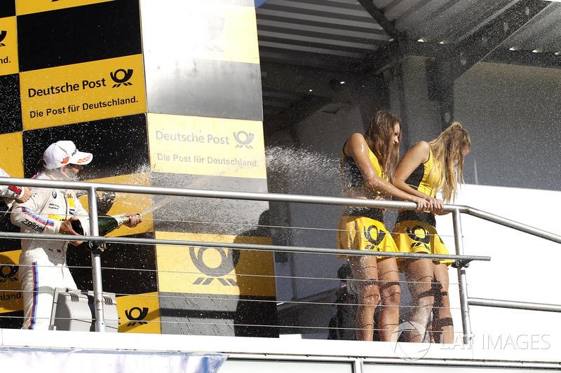 Podio: il terzo classificato Timo Glock, BMW Team RMG, BMW M4 DTM bagna le Grid girl con lo champagne