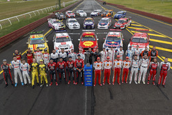 Field of cars with retro livery and the drivers