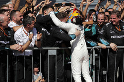 Race winner Lewis Hamilton, Mercedes AMG F1 celebrates in parc ferme, the team