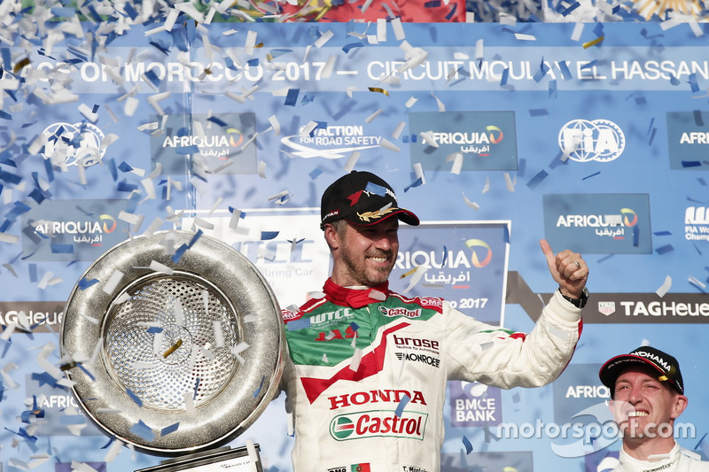 Podium: Race winner Tiago Monteiro, Honda Racing Team JAS, Honda Civic WTCC