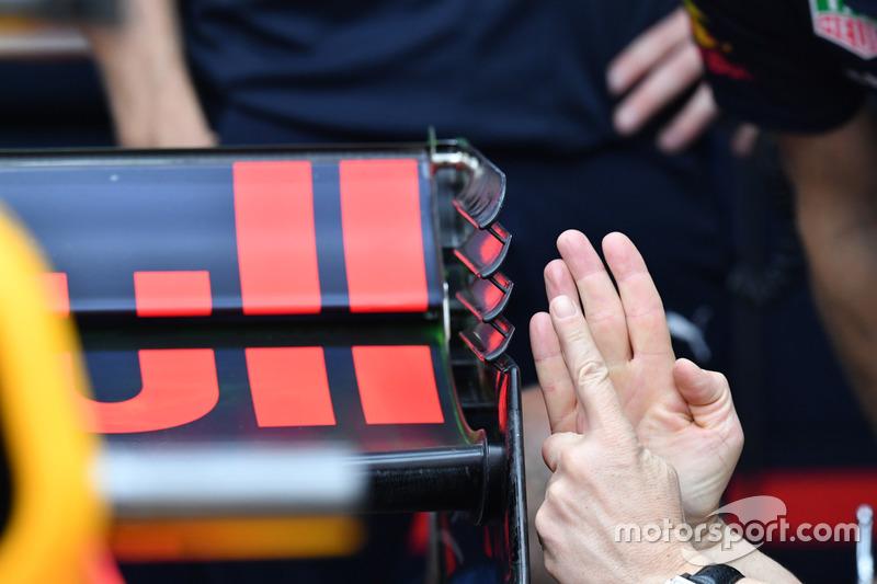 Заднее антикрыло Red Bull Racing RB13