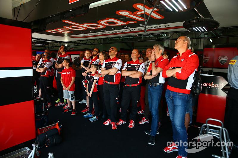Ambiente en el garaje del Ducati Team