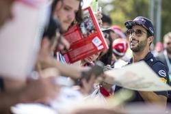 Даніель Ріккардо, Red Bull Racing позує для селфі