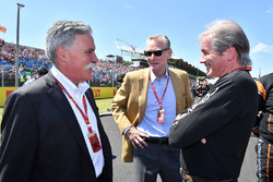 Chase Carey, Chief Executive Officer and Executive Chairman of the Formula One Group, Sean Bratches, Formula One Managing Director, Commercial Operations and David tremayne, Journalist on the grid