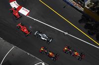 Start: Kimi Raikkonen, Ferrari SF70H, Sebastian Vettel, Ferrari SF70H, Valtteri Bottas, Mercedes AMG F1 W08