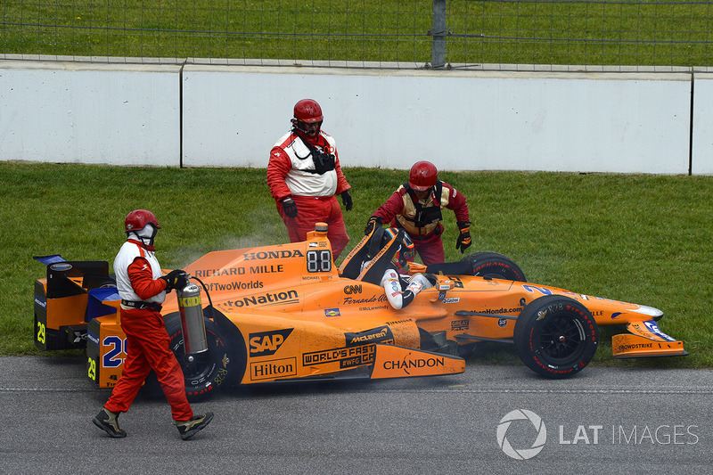 Fernando Alonso, Andretti Autosport Honda se retira después de romper el motor