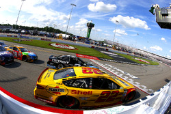 Brad Keselowski, Team Penske Ford, Joey Logano, Team Penske Ford restart