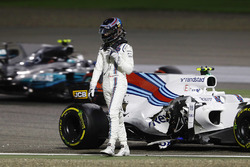 Lance Stroll, Williams FW40, walks away from his crashed car as Valtteri Bottas, Mercedes AMG F1 W08, passes on track