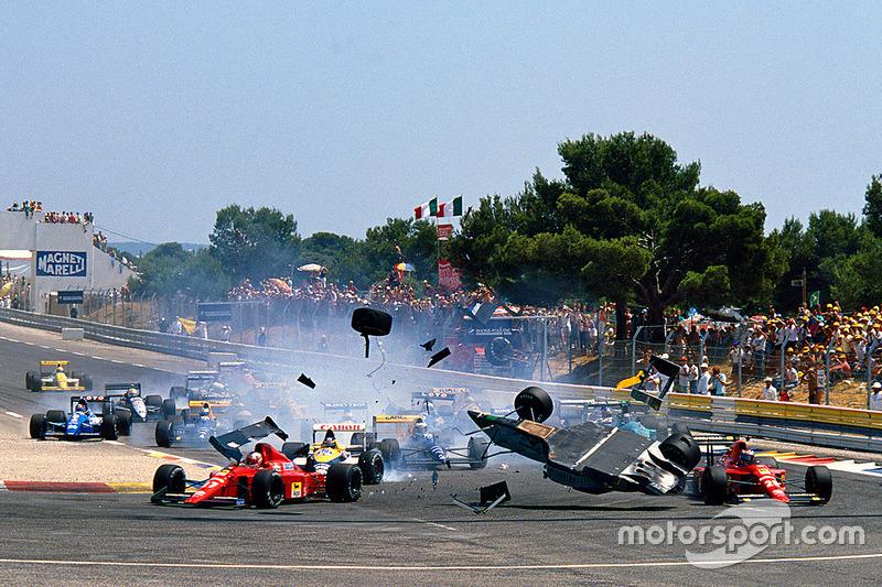 Аварія Маурісіо Гужелміна (March CG891 Judd) на старті Гран Прі Франції 1989 року