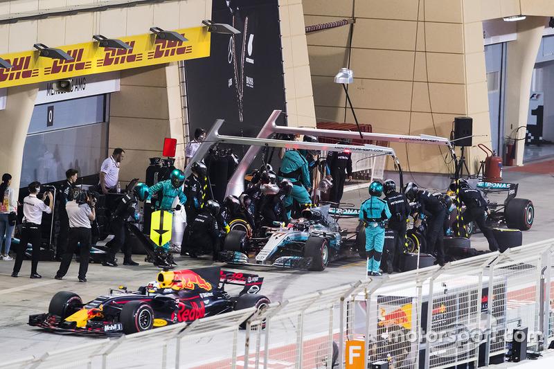 Daniel Ricciardo, Red Bull Racing RB13, Valtteri Bottas, Mercedes AMG F1 W08, Lewis Hamilton, Mercedes AMG F1 W08