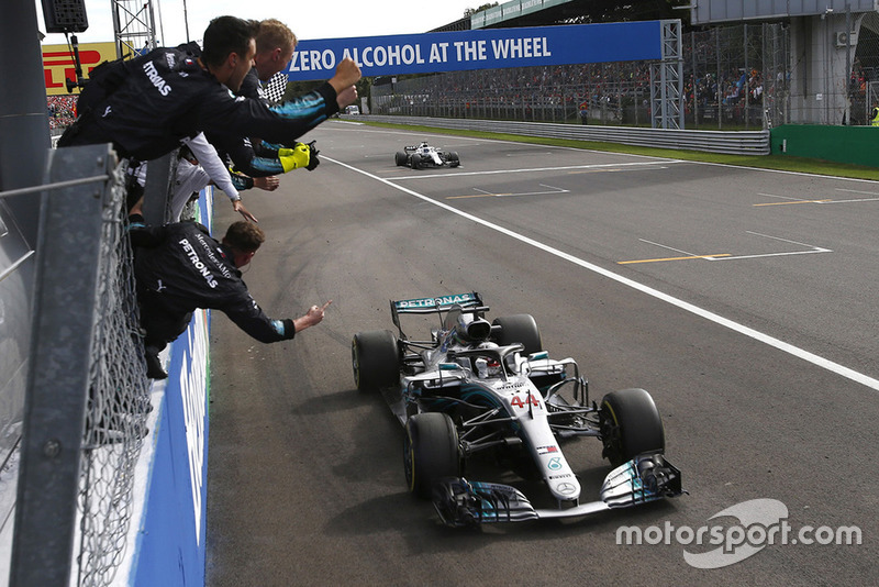 Pemenang balapan: Lewis Hamilton, Mercedes AMG F1 W09