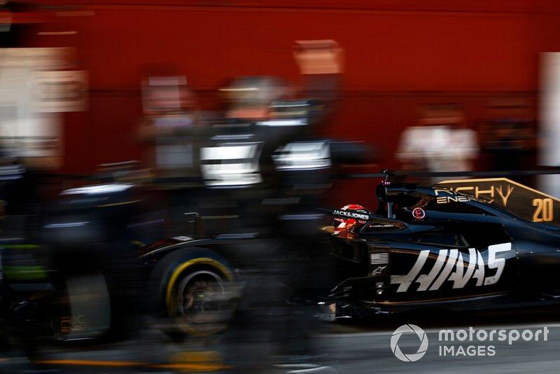 Romain Grosjean, Haas F1 Team VF-19 au stand