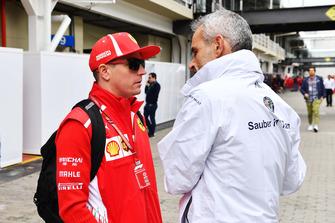 (L to R): Kimi Raikkonen, Ferrari and Beat Zehnder, Alfa Romeo Sauber F1 Team Manager
