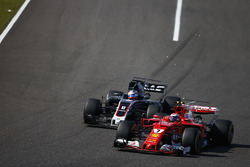 Kimi Raikkonen, Ferrari SF70H, battles with Romain Grosjean, Haas F1 Team VF-17