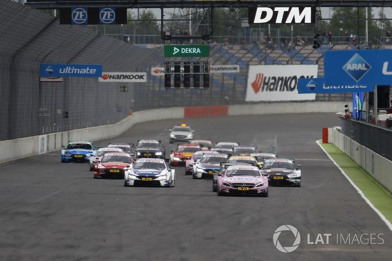 Другий етап на Лаузіцрингу почався знову з домінування рожевого Mercedes