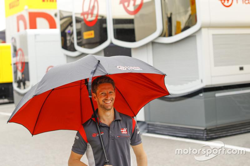 Romain Grosjean, Haas F1 Team, under an umbrella in the paddock