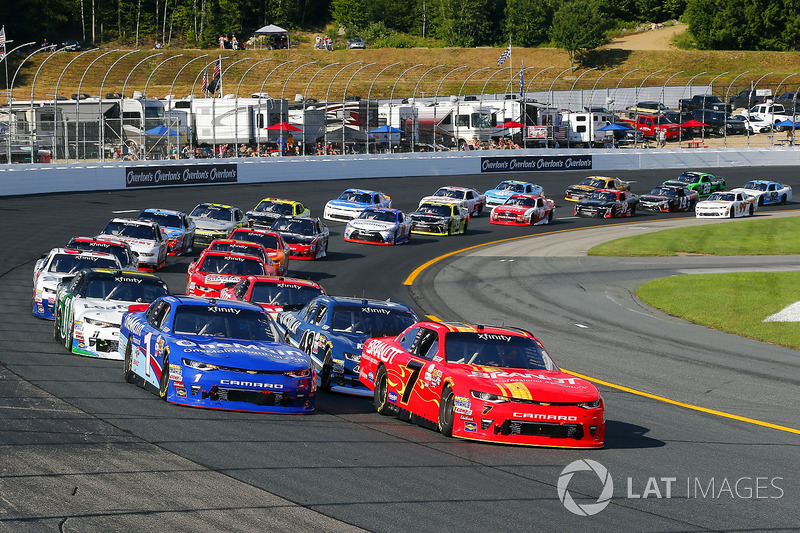 Justin Allgaier, JR Motorsports Chevrolet and Elliott Sadler, JR Motorsports Chevrolet restart