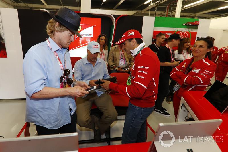 Marc Gene, Ferrari-Testfahrer, mit Owen Wilson, Schauspieler, und Woody Harrelson, Schauspieler