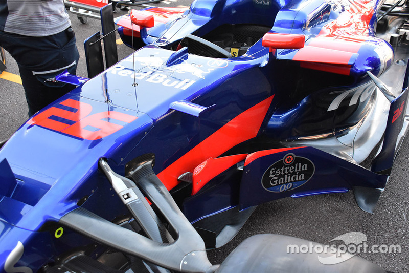 Parte delantera del STR12 de la Scuderia Toro Rosso