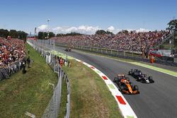 Фернандо Алонсо, McLaren MCL32, Ромен Грожан, Haas F1 Team Team VF-17