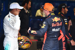 Pole sitter Lewis Hamilton, Mercedes AMG F1 and Max Verstappen, Red Bull Racing in parc ferme