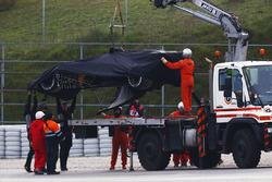 Oficiales llegan por el Renault Sport F1 Team RS17 de  Jolyon Palmer