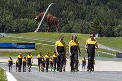 Nick Chester, directeur technique Renault Sport F1 Team, et Alan Permane, ingénieur de course Renault Sport F1 Team