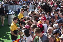 Jolyon Palmer, Renault Sport F1 Team, Nico Hulkenberg, Renault Sport F1 Team