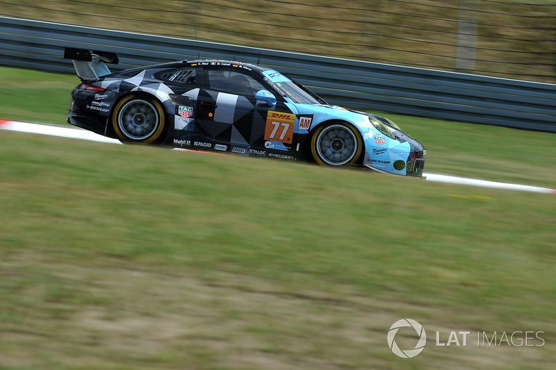#77 Dempsey Proton Competition Porsche 911 RSR: Крістіан Рід, Маттео Каіролі, Марвін Дінст