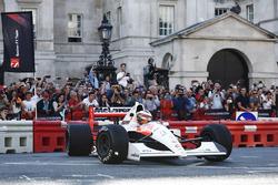 Stoffel Vandoorne, Ayrton Senna'nın 1991 McLaren MP4/6'sı direksiyonunda