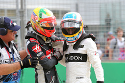 Esteban Gutierrez, Haas F1 Team en Fernando Alonso, McLaren