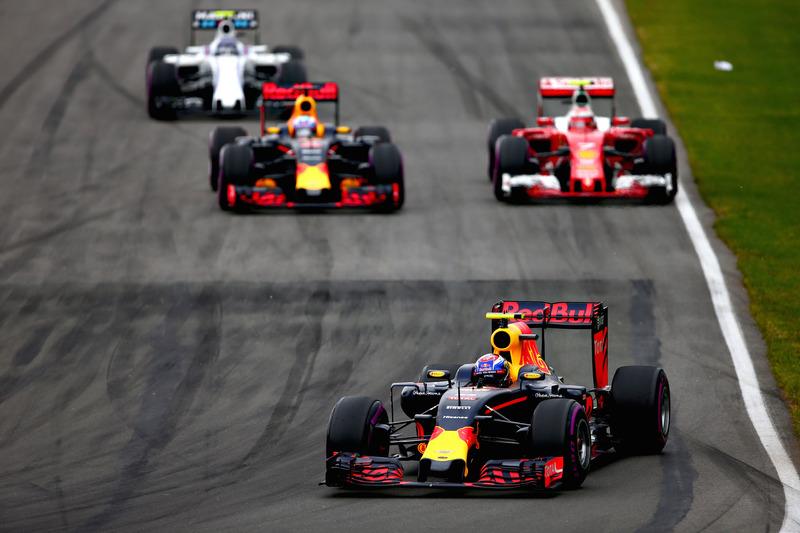 Макс Ферстаппен, Red Bull Racing RB12 випереджає Даніеля Ріккардо, Red Bull Racing RB12, Кімі Райкконена, Ferrari SF16-H та Валттері Боттаса, Williams FW38