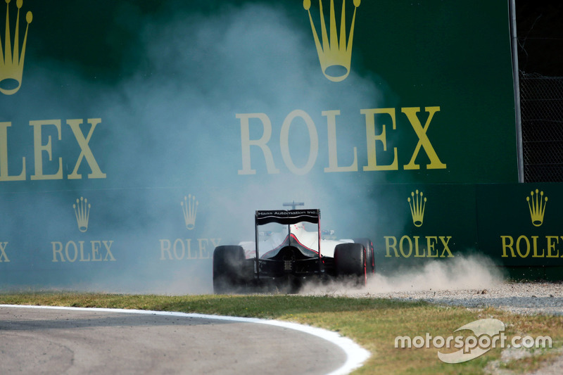 Romain Grosjean, Haas F1 Team VF-16 leaves the circuit in the third practice session