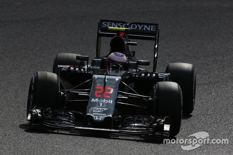 22: Jenson Button, McLaren MP4-31 (35 posiciones de sanción incluidas)