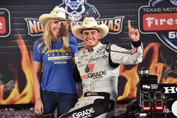 Ganador de la carrera Graham Rahal, Rahal Letterman Lanigan Racing Honda con su esposa Courtney Forc
