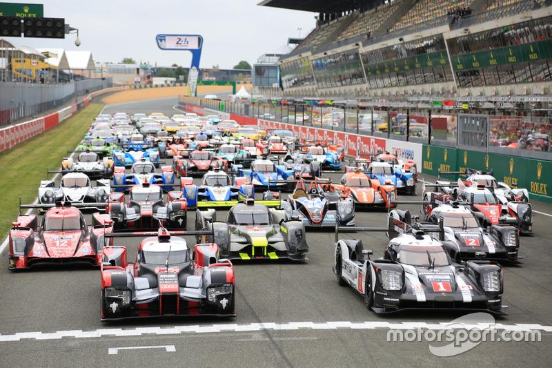 Das traditionelle Gruppenfoto der Autos in Le Mans