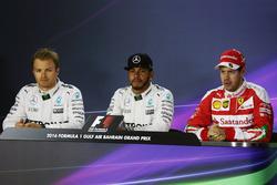 Пресс-конференция FIA после квалификации: Нико Росберг, Mercedes AMG F1; Льюис Хэмилтон, Mercedes AMG F1; Себастьян Феттель, Ferrari