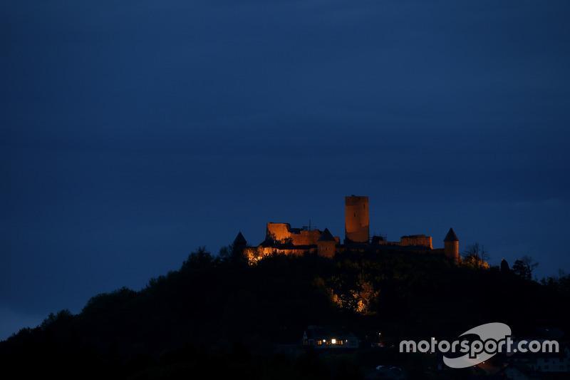 Die Nürburg bei Nacht