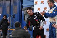 Gianmarco Quaresmini riceve il trofeo