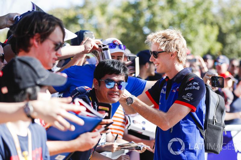 Brendon Hartley, Toro Rosso, meets fans