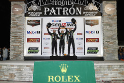Podio: ganadores Pipo Derani, Johannes van Overbeek, Nicolas Lapierre, Patrón de Tequila ESM Nissan