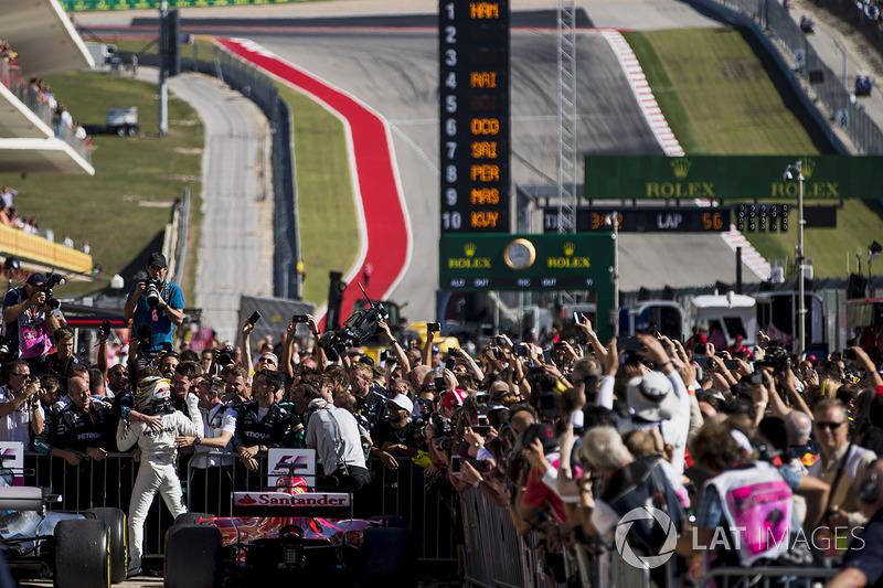 Ganador, Lewis Hamilton, Mercedes AMG F1, celebra en Parc Ferme
