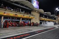 Ferrari SF71H garajı ve duman