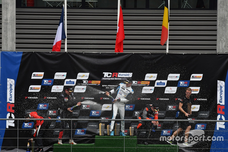 Podium: Winner Kris Richard, Target Competition Hyundai i30 N TCR, second place Julien Briché, JSB C